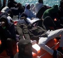 Again group of migrants fixed at sea