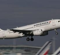 Air France makes emergency landing Device to object