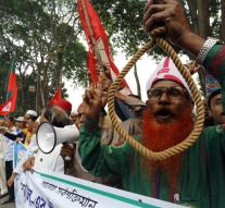 Bangladesh executes opposition leaders