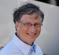 Bill Gates uses Android phone