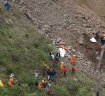 Bus taken by landslide Colombia: baby among the dead