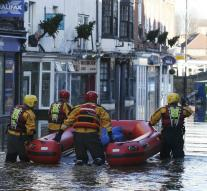 Cameron sends troops to flooding