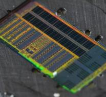 Chip moves data via light