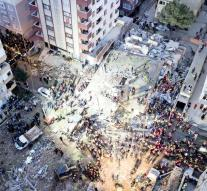 Collapsed flat in Istanbul costs 21 people