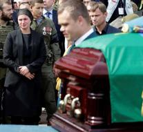 Crowd at funeral pro-Russian separatist