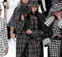 Crying models at the latest fashion show Karl Lagerfeld