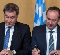 CSU and Free Voters sign Bavarian agreement