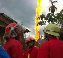 Dead and wounded in oil fire Indonesia (2)