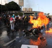 Dead at new protests in Venezuela