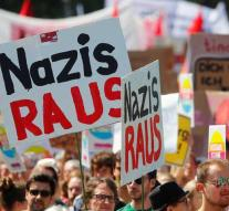 Demonstrators to Augsburg for AfD Congress