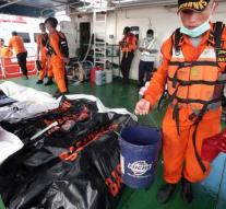 Divers find black box crashed Boeing