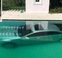 Dumped girlfriend dumps Mercedes into swimming pool