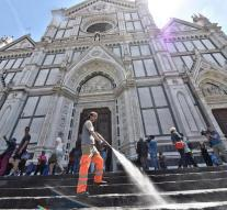 Florence puts water in against tourists