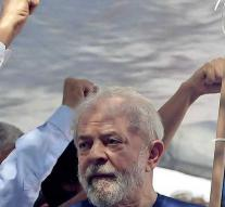 Former president Lula is free for funeral