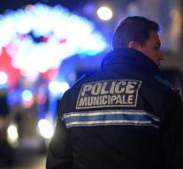 French police keep on hunting at 29-year-old shooter