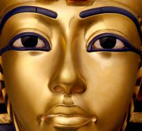 Gold mask Tutankhamun restored