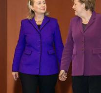 Hillary advises Europe to tackle migration