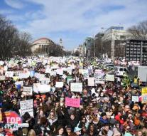 Hundreds of thousands on the streets against weapons