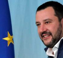 Internetters save Salvini's head of guillotine