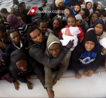 Italians rescue refugees from sea