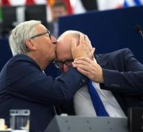 Juncker coast Timmermans weather on forehead