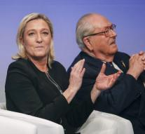 Le Pen 's National Front sees the first batch