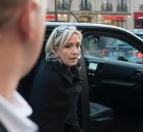 Le Pen will not campaign financing round