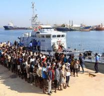 Libyans save hundreds of people from the sea