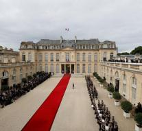 Macron presents new prime minister on Monday