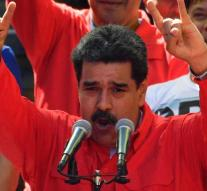 Maduro does not like interview: journalists held hostage