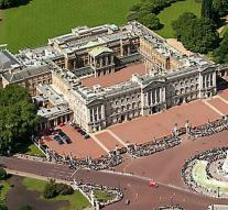 Man (21) climbs over fence Buckingham Palace