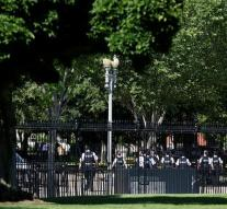 Man climbs over fence White House
