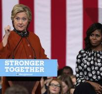 Michelle Obama campaigning with Clinton