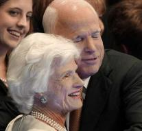 Mother McCain (106): too old to rent a car? Then I buy Peogeot