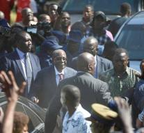 Mugabe booed at polling station