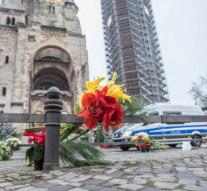 'Murder Weapon' gives way to flowers