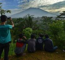 Nearly 50,000 people flee for the volcano Bali