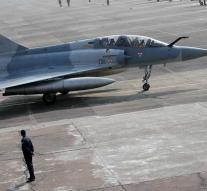 Pakistan claims to knock down Indian planes