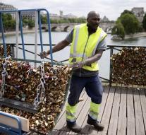 Paris feeds love slots of Pont des Arts