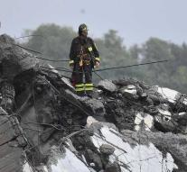 Pieces of Italian bridge collapse downwards