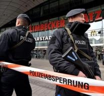 Police builds off guard Essen mall