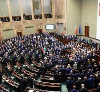 Polish opposition cease occupation parliament