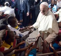 Pope : slums wounds of the elite