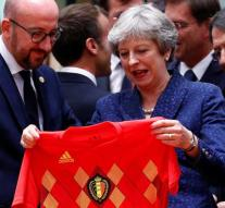 Premier Belgium gives May shirt Red Devils