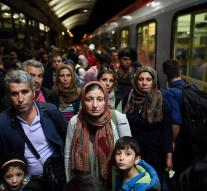 Refugees Train avoids neo protest