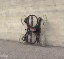 Robot Car drives against wall