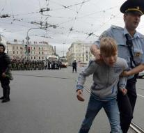 Russian police pick up hundreds of demonstrators