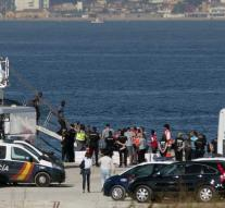 Ship with 87 migrants arrives in Spain