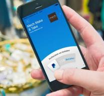 Skype integrates PayPal into app
