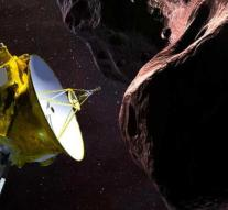 Space probe flies along rock at 6 billion km